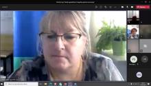 """Pani Dorota Żelazko z ZUS w Rzeszowie w trakcie prelekcji na temat """" Wypadki przy pracy w praktyce i orzecznictwie- wybrane zagadnienia""""."""